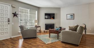 Across The Street From Smu! - Dallas - Living room