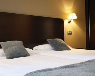 Hotel La Portilla - Niembro - Bedroom