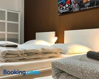 cosy three room apartment with flatscreen TV - Recklinghausen - Bedroom