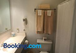 Longhouse Lodge Motel - Watkins Glen - Bathroom