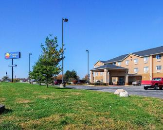 Comfort Inn North Greenfield - Greenfield - Building