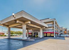 Clarion Pointe Huntsville Research Park - Huntsville - Building