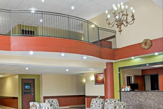 Super 8 by Wyndham Intercontinental Houston TX - Humble - Lobby