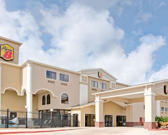 Super 8 by Wyndham Intercontinental Houston TX - Humble - Building