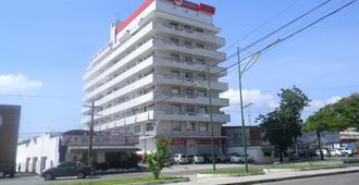 Boulevard Slaass Flat Hotel - מאנואס