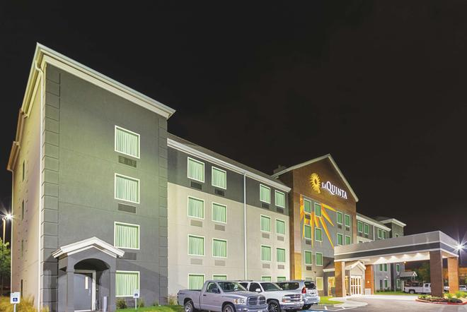 La Quinta Inn & Suites by Wyndham Austin Round Rock - Austin - Building