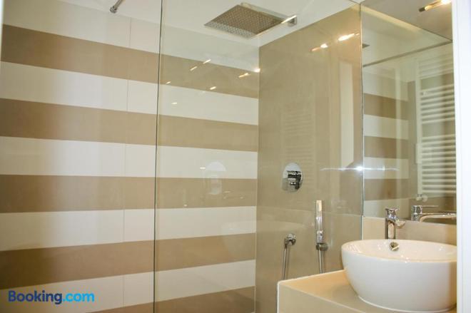 Starhost - Petit B&b - Speciale Luci D'artista Salerno - Salerno - Bathroom