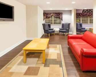 Microtel Inn & Suites by Wyndham Conyers Atlanta Area - Conyers - Wohnzimmer