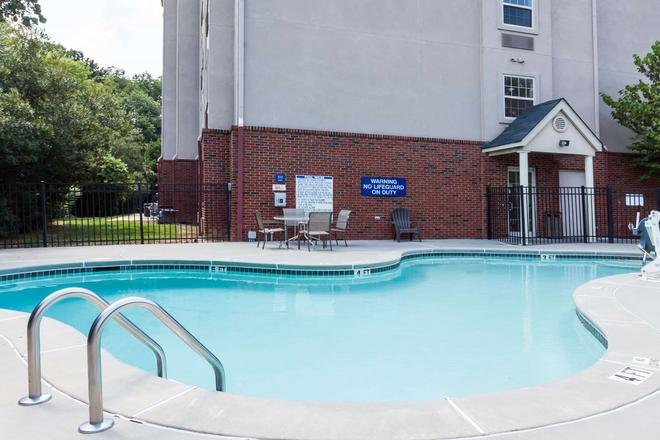 Microtel Inn & Suites by Wyndham Conyers Atlanta Area - Conyers - Pool