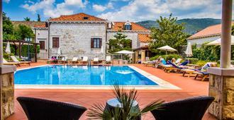 Hotel Kazbek - Dubrovnik - Svømmebasseng