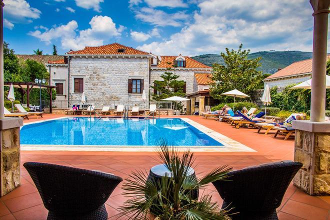 Hotel Kazbek - Dubrovnik - Bể bơi