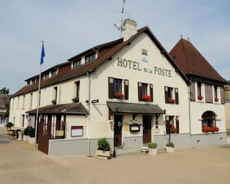 Hôtel de la Poste - Le Mêle-sur-Sarthe - Building