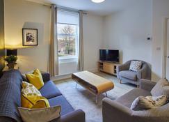 4 Bluebridge Court - York - Living room