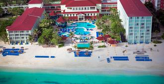 Breezes Resort Bahamas - Nassau - Building