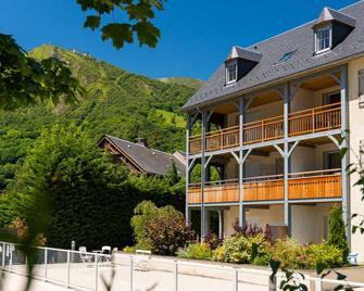 Résidence Lagrange Vacances Le Clos Saint Hilaire - Saint-Lary-Soulan - Building