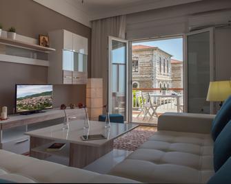 Michalis Apartments - Polýgyros - Living room