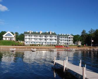 Quarterdeck Resort - Nisswa - Building
