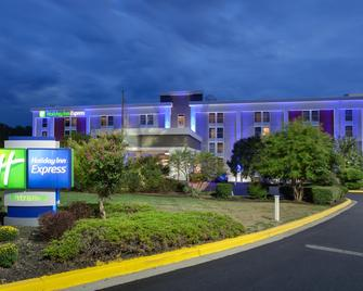 Holiday Inn Express Washington DC East-Andrews AFB - Camp Springs - Building