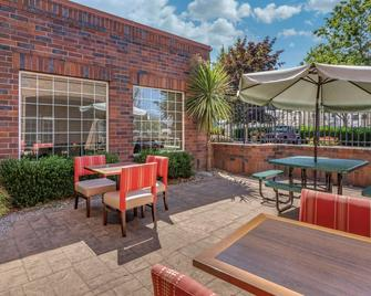 Comfort Suites Linn County Fairground and Expo - Albany - Patio