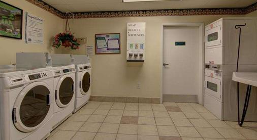 Intown Suites Gwinnett Place Mall - Duluth - Laundry facility