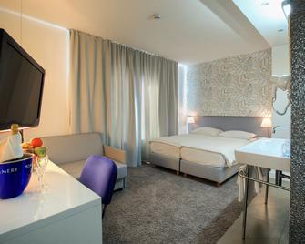 Hotel Jona - Podstrana - Bedroom