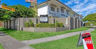 Redcliffe Motor Inn - Redcliffe - Building