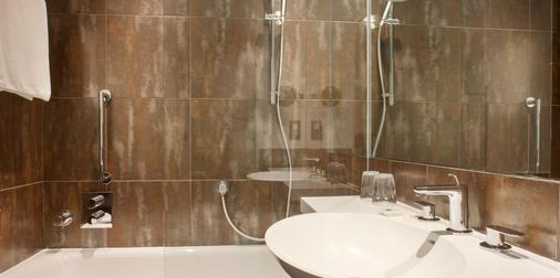 Crowne Plaza London - Kings Cross - London - Bathroom