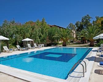 Hotel Milton - Roda - Zwembad