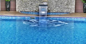 Holiday Inn Ankara - Cukurambar - Ancara - Piscina