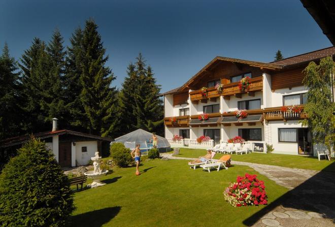 Hotel Ramsauer Alm - Ramsau am Dachstein - Building