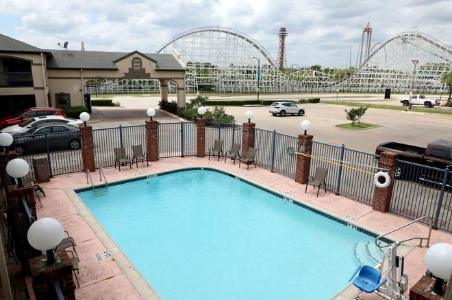 Ranger Inn & Suites - Arlington - Piscina
