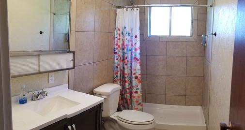 Bryce Canyon Livery Bed & Breakfast - Tropic - Bathroom