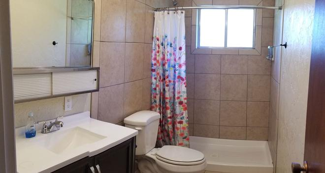Bryce Canyon Livery Bed & Breakfast - Tropic - Baño
