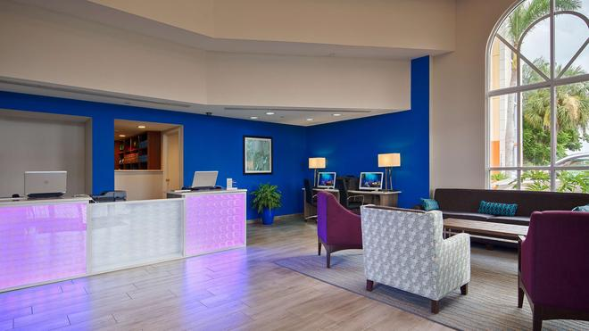 Best Western Fort Myers Inn & Suites - Fort Myers - Lobby