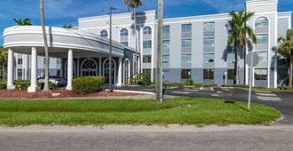 Best Western Fort Myers Inn & Suites - Fort Myers - Building