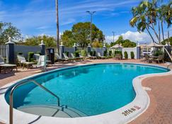 Best Western Fort Myers Inn & Suites - Fort Myers - Pool