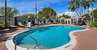 Best Western Fort Myers Inn & Suites - פורט מאיירס - בריכה
