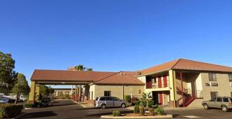 America's Best Inn & Suites - Saint George - Building