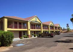 America's Best Inn & Suites - Saint George - Building