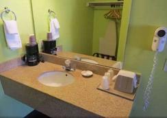 America's Best Inn & Suites - Saint George - Bathroom
