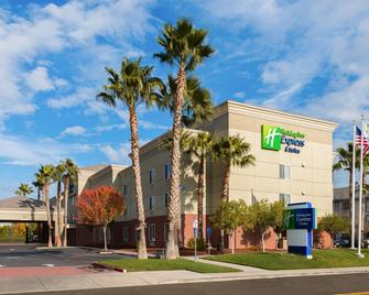 Holiday Inn Express Hotel & Suites Vacaville - Vacaville - Building