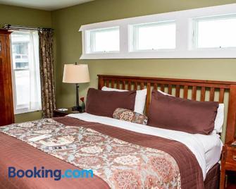 Lake Pointe Inn - McHenry - Bedroom