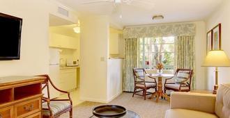 Seaside Inn - Sanibel - Living room