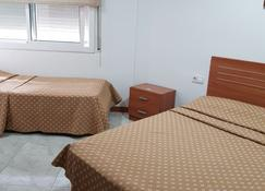 Hostal Europa - Tarragona - Bedroom