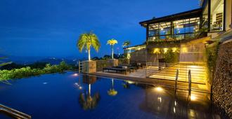 Theva Residency - Kandy - Svømmebasseng