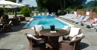 Beachcombers Hotel - Grouville - Piscina