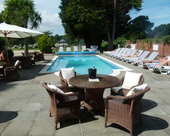 Beachcombers Hotel - Grouville - Bazén