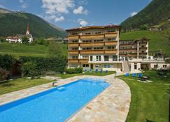 Hotel Wiesenhof - San Leonardo in Passiria - Building