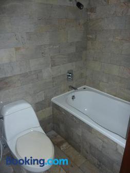 Kata View Guest House - Karon - Bathroom
