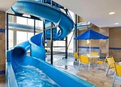 紐芬蘭聖約翰萬豪費爾菲爾德套房酒店 - 聖約翰 - 聖約翰斯 - 游泳池